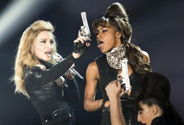 Мадонна: 7скандалов «MDNA» - Фото №1
