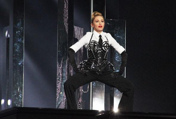 Мадонна: 7скандалов «MDNA» - Фото №5