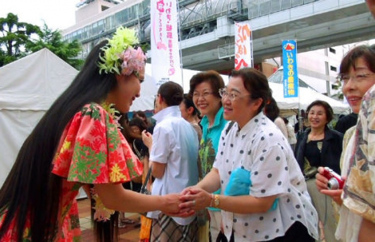 Девушки из Фукусимы, танцующие хулу