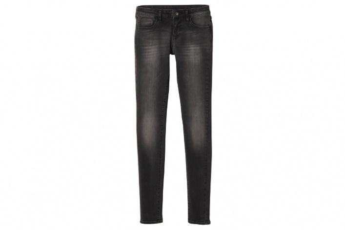 Новые джинсы Uniqlo делают ноги стройнее