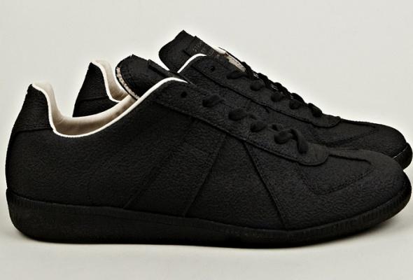 Maison Martin Margiela представил эмалированные кроссовки - Фото №1