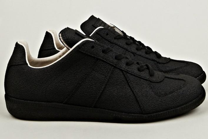 Maison Martin Margiela представил эмалированные кроссовки