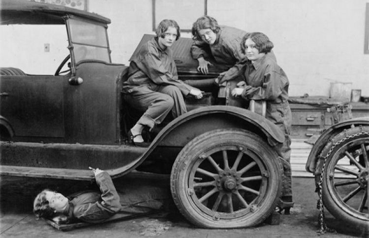 Стиль 1920-х: мода, контр-мода или одежда будущего?