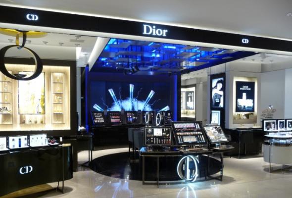 ВЦУМе открылся новый парфюмерно-косметический корнер Dior - Фото №1