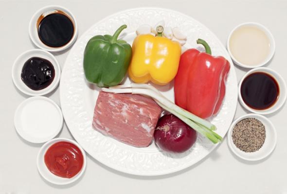 Рецепт: Говядина скрасным вином ичерным перцем - Фото №1