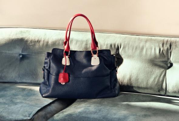 Tommy Hilfiger выпустил сумку вподдержку Фонда поборьбе сраком груди - Фото №3