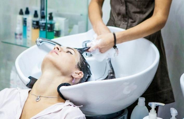 Новый уход для поврежденных инепослушных волос всалоне Cut and Color
