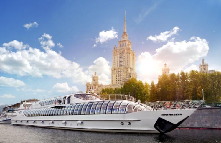 Яхта «Рэдиссон Ройал» будет курсировать поМоскве-реке всю зиму