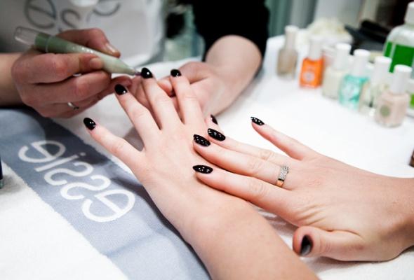 Всалонах красоты начали продавать профессиональные лаки Essie - Фото №3