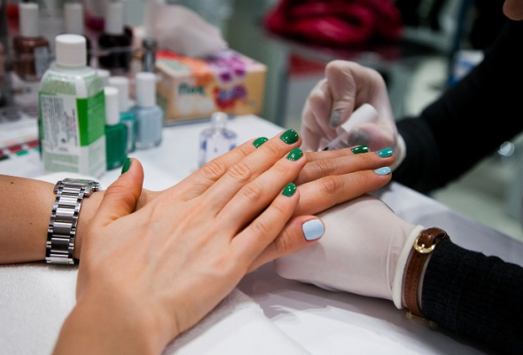 Всалонах красоты начали продавать профессиональные лаки Essie - Фото №4