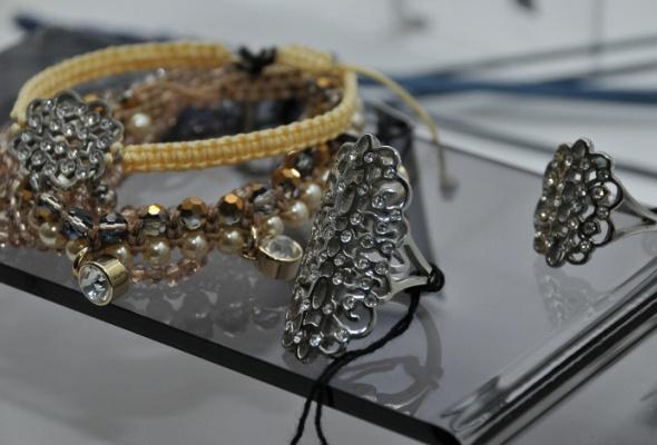 Дизайнеры бижутерии Dyrberg/Kern представили свои новые украшения - Фото №0