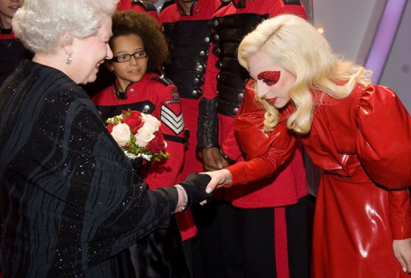 Леди Гага: 40луков, которые потрясли мир - Фото №7