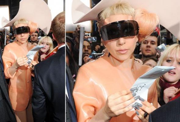 Леди Гага: 40луков, которые потрясли мир - Фото №20