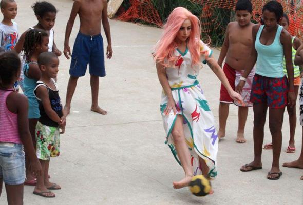 Леди Гага: 40луков, которые потрясли мир - Фото №40