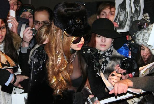 Леди Гага прилетела вМоскву - Фото №2
