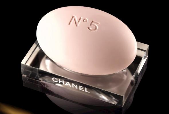 ВBeauty Boutique Chanel привезли рождественскую коллекцию Chanel №5 - Фото №1