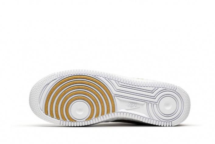 УNike вышла юбилейная модель кроссовок Air Force 1