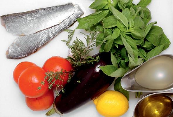 Сибас сзапеченными овощами исупом избазилика - Фото №1