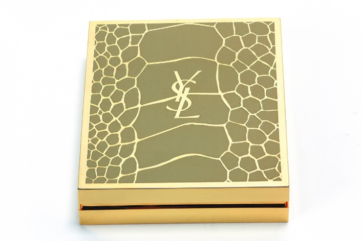 Матовые текстуры иоттенки хаки вмакияже Yves Saint Laurent