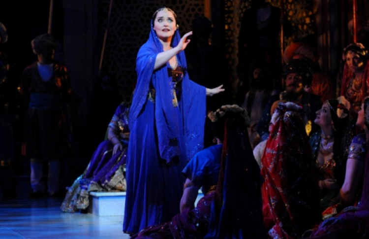 natalie dessay lakme Both the role of lakme and mallika are sung by sopranos notable sopranos to perform these roles include dame joan sutherland, natalie dessay, anna netrebko, beverly sills, sumi jo, huguette tourangeau, and marilyn horne.
