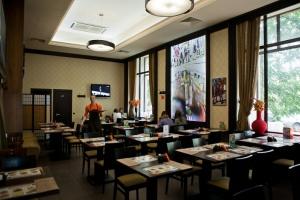 «Кафе преданно служат развитию внашем городе культуры eat out»