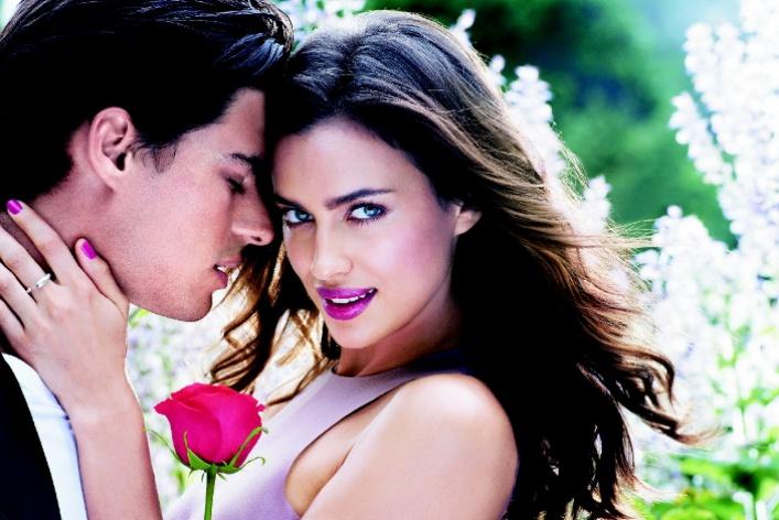 Ирина Шейк стала лицом новой помады «Абсолютный поцелуй» отAvon