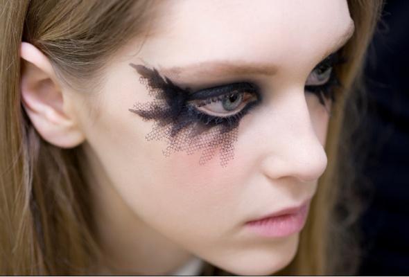 Новые тенденции ввечернем макияже отChanel - Фото №3