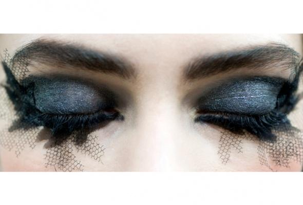 Новые тенденции ввечернем макияже отChanel - Фото №5