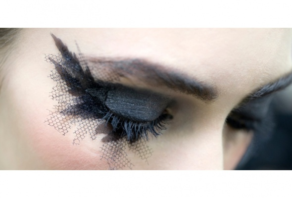Новые тенденции ввечернем макияже отChanel - Фото №6