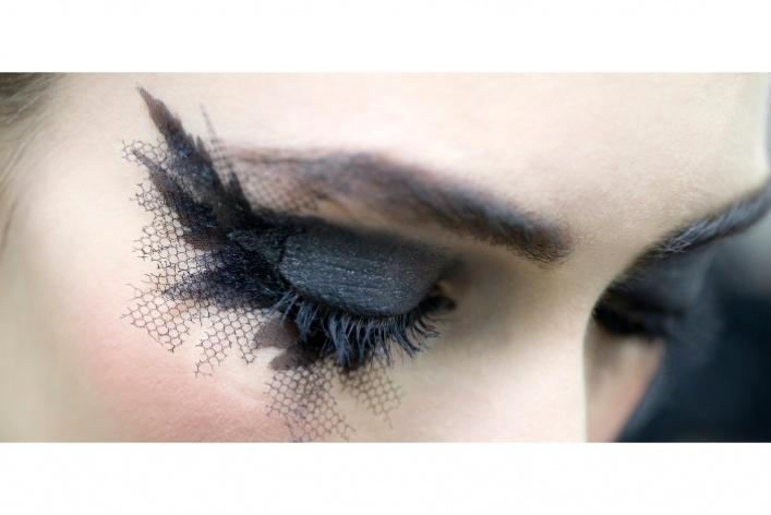 Новые тенденции ввечернем макияже отChanel