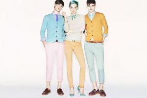 Uniqlo представил коллекцию ярких брюк