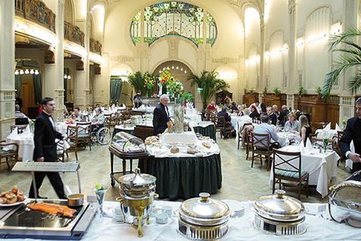 День всех голодных: фондю, суп излобстера ивеницианский карнавал