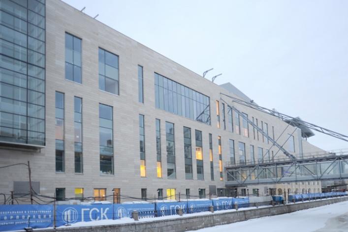 Совторой сцены Мариинского театра сняли строительные леса