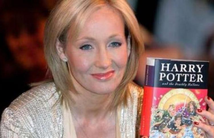 «Буквоед наВосстания» раздает новую книгу Джоан Роулинг бесплатно