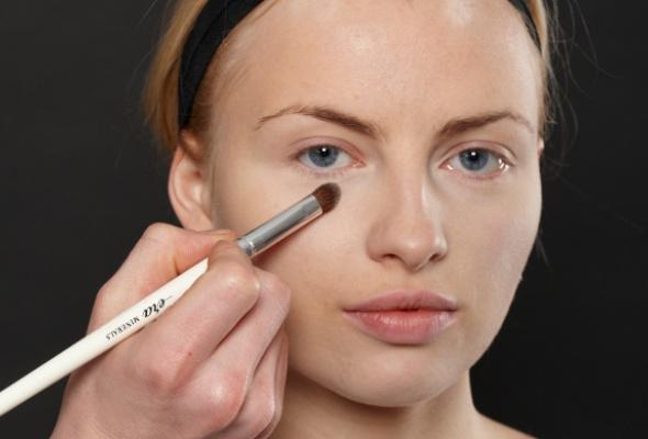 Как создать макияж встиле 80-х - Фото №1