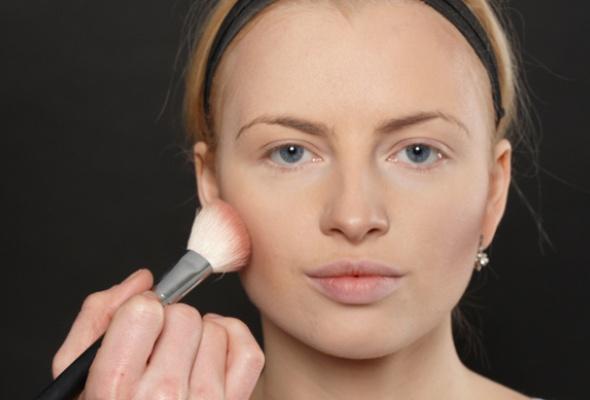Как создать макияж встиле 80-х - Фото №2