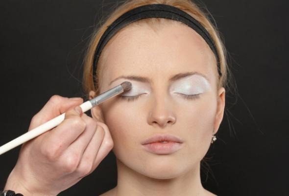 Как создать макияж встиле 80-х - Фото №3