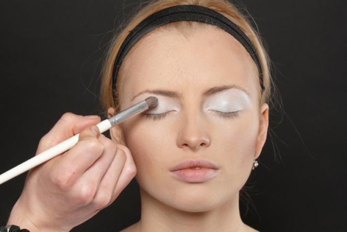Как создать макияж встиле 80-х