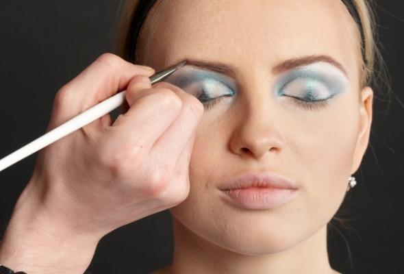 Как создать макияж встиле 80-х - Фото №4