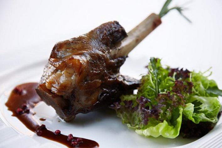 Мужское меню: домашнее сало, бульон вподстаканнике итонна мяса
