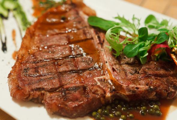 Мужское меню: домашнее сало, бульон вподстаканнике итонна мяса - Фото №0