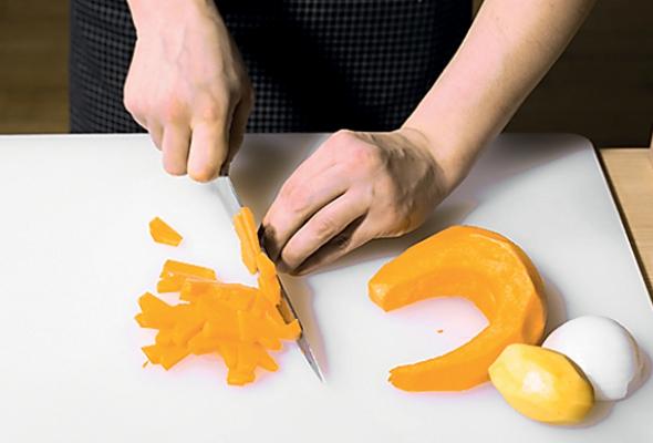 Суп изтыквы сперепелкой илесными орехами - Фото №2