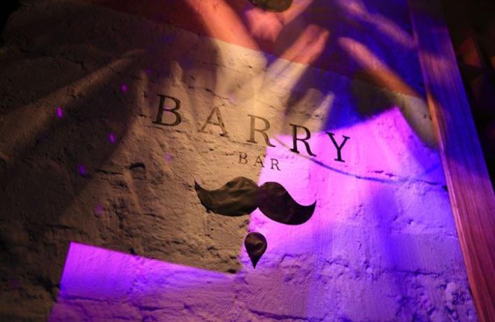 Команда Barry Bar покинула заведение
