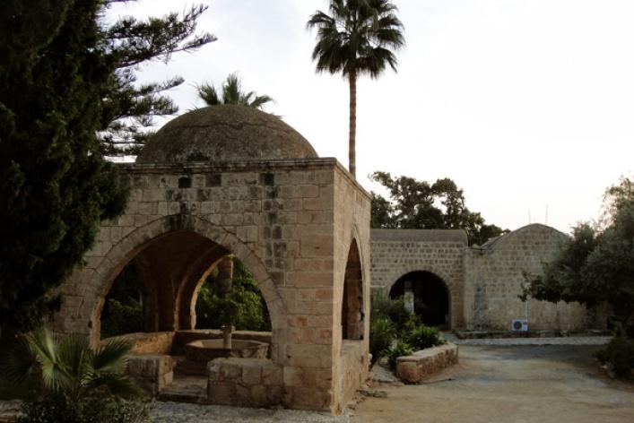 Кипр: Правый руль заодин день