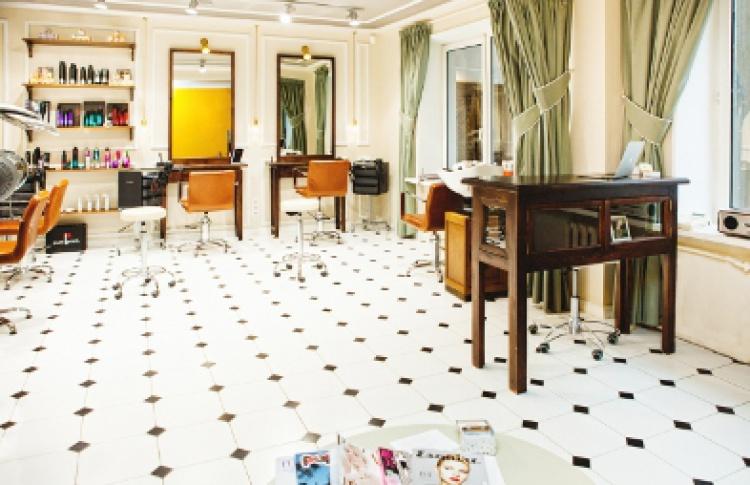 Вечерний образ за час в парикмахерской Annie Hall