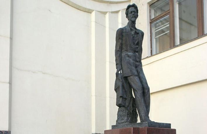 Памятник Чехову переезжает