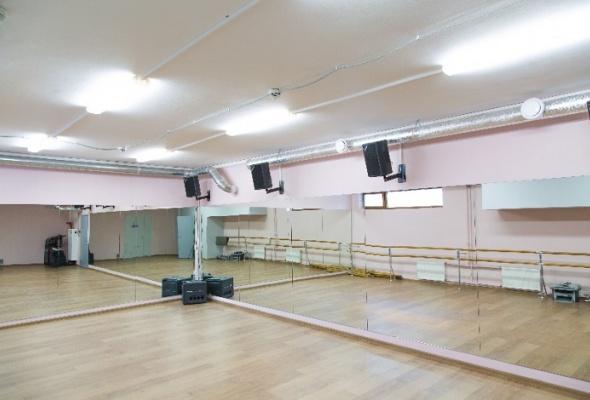 Danza studio: танцы, фитнес, магазин ифотостудия водном месте - Фото №1