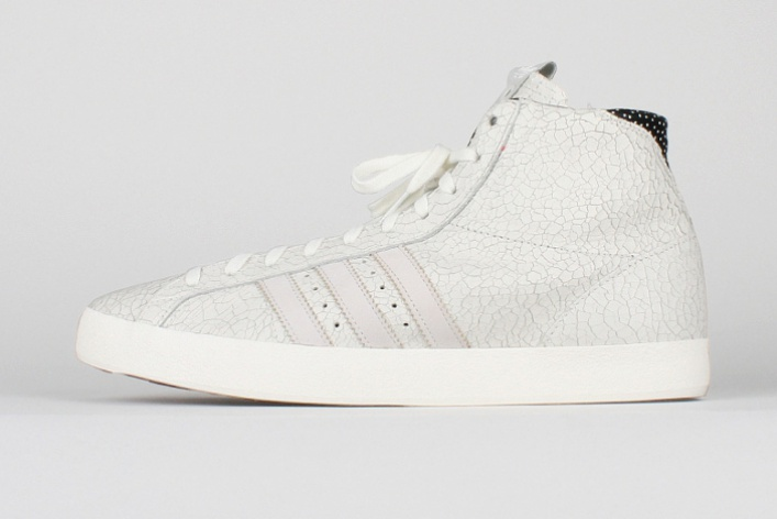 Новые кроссовки Adidas в«Цветном»