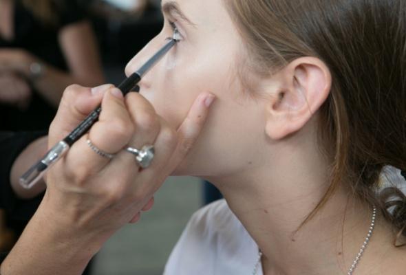 Инструкция посозданию весеннего макияжа - Фото №3