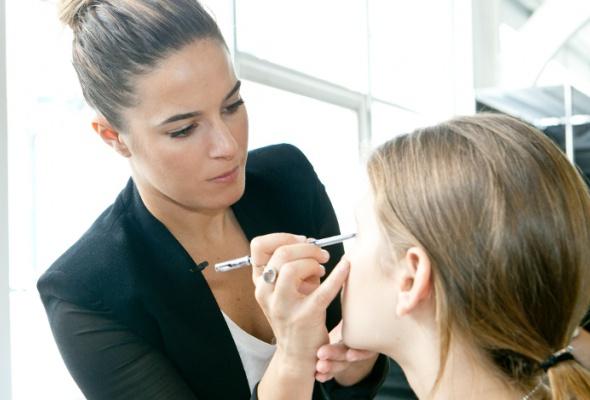 Инструкция посозданию весеннего макияжа - Фото №2